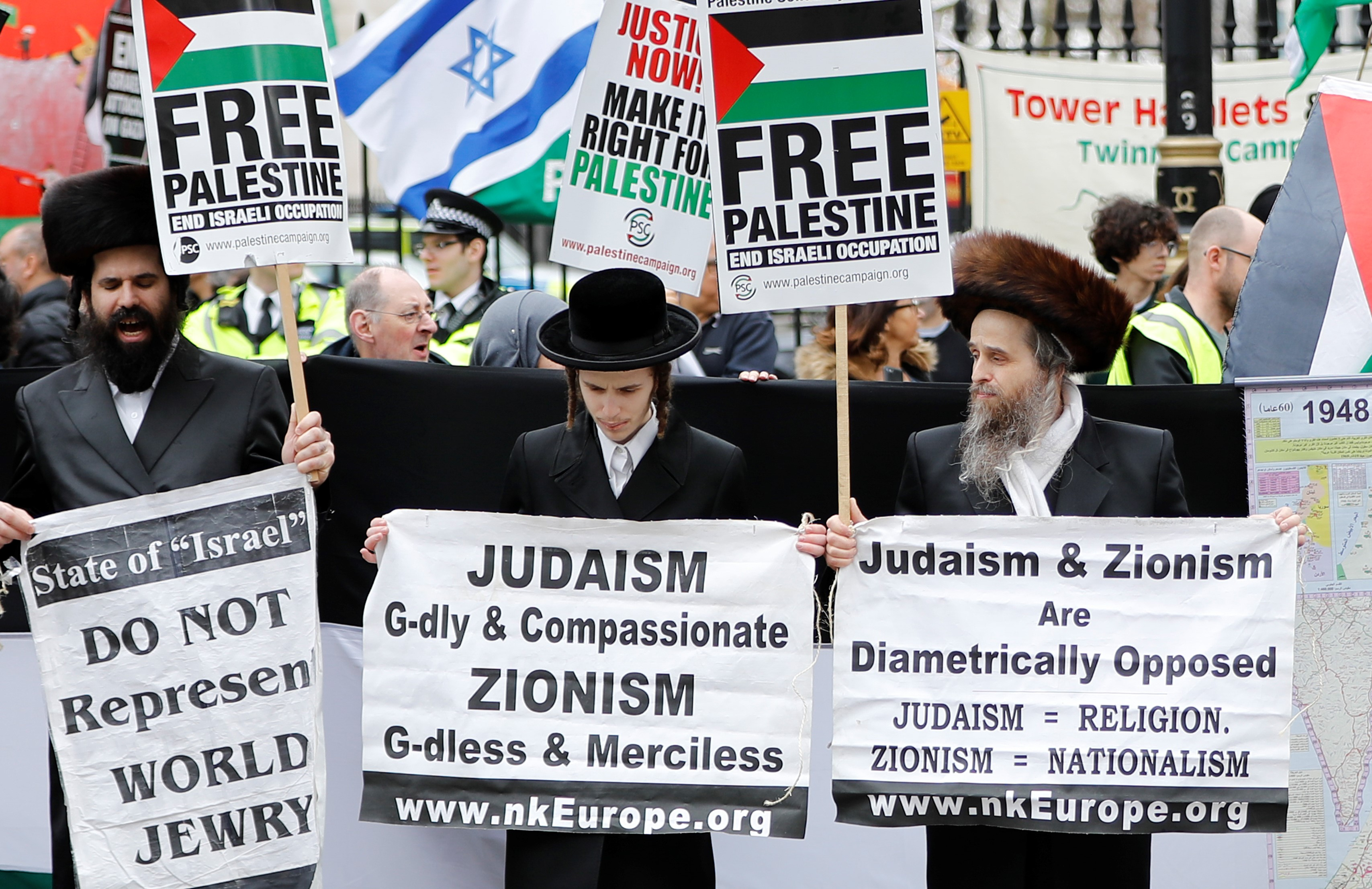 Ultra-Orthodox Jewish anti-Zionism protesters join a demonstration in central London in support of Palestinians in Gaza on 7 April 2018 (AFP)