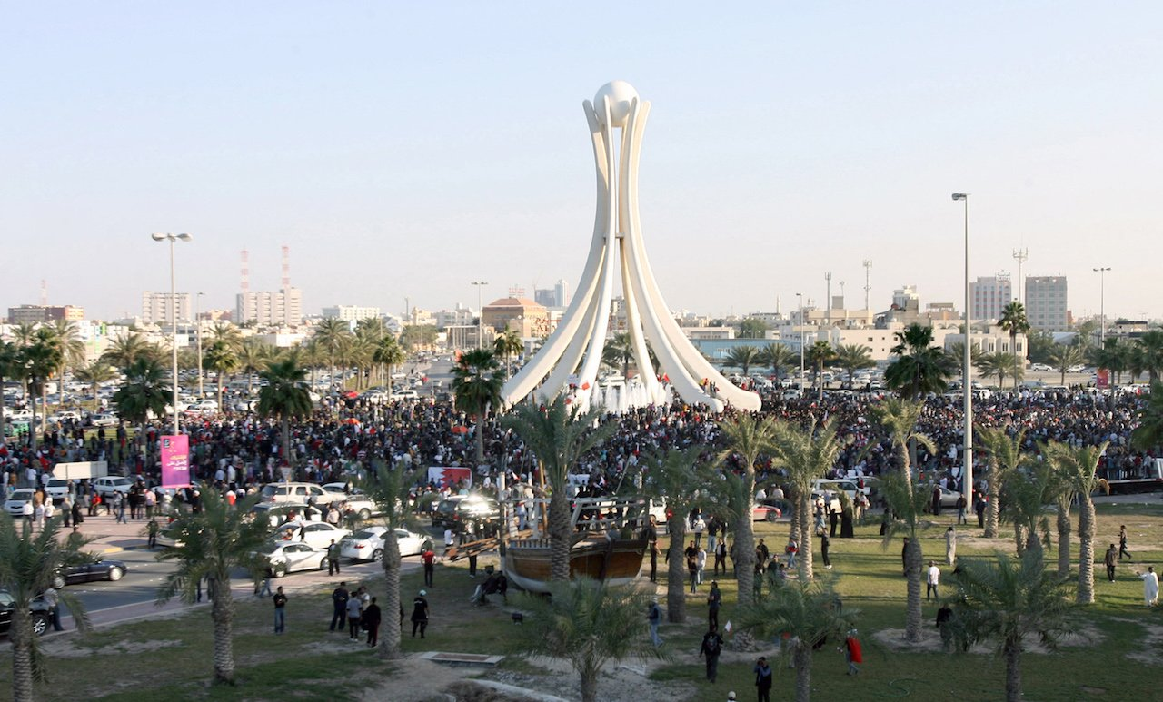 Thousands of anti-government protesters gather at Bahrain's Pearl roundabout in the capital Manama, on 15 February 2011 (AFP)