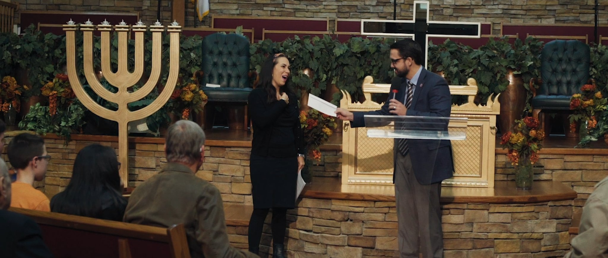 Yael Eckstein receives a $25,000 donation from the community in Middlesboro, Kentucky [Til Kingdom Come]
