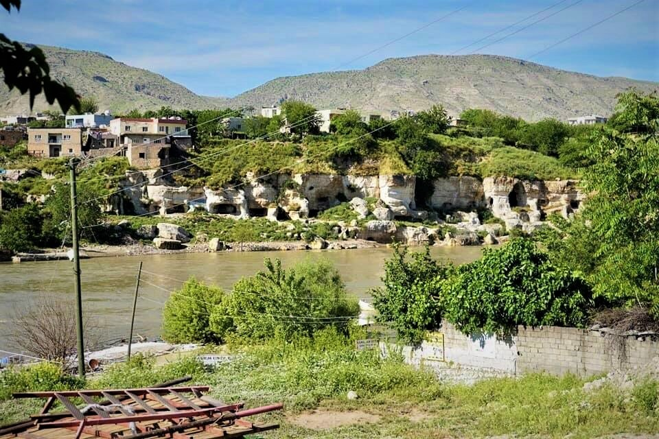 For hundreds of years people in Hasankeyf lived in caves on the banks of the Tigris (MEE/Nimet Kirac)