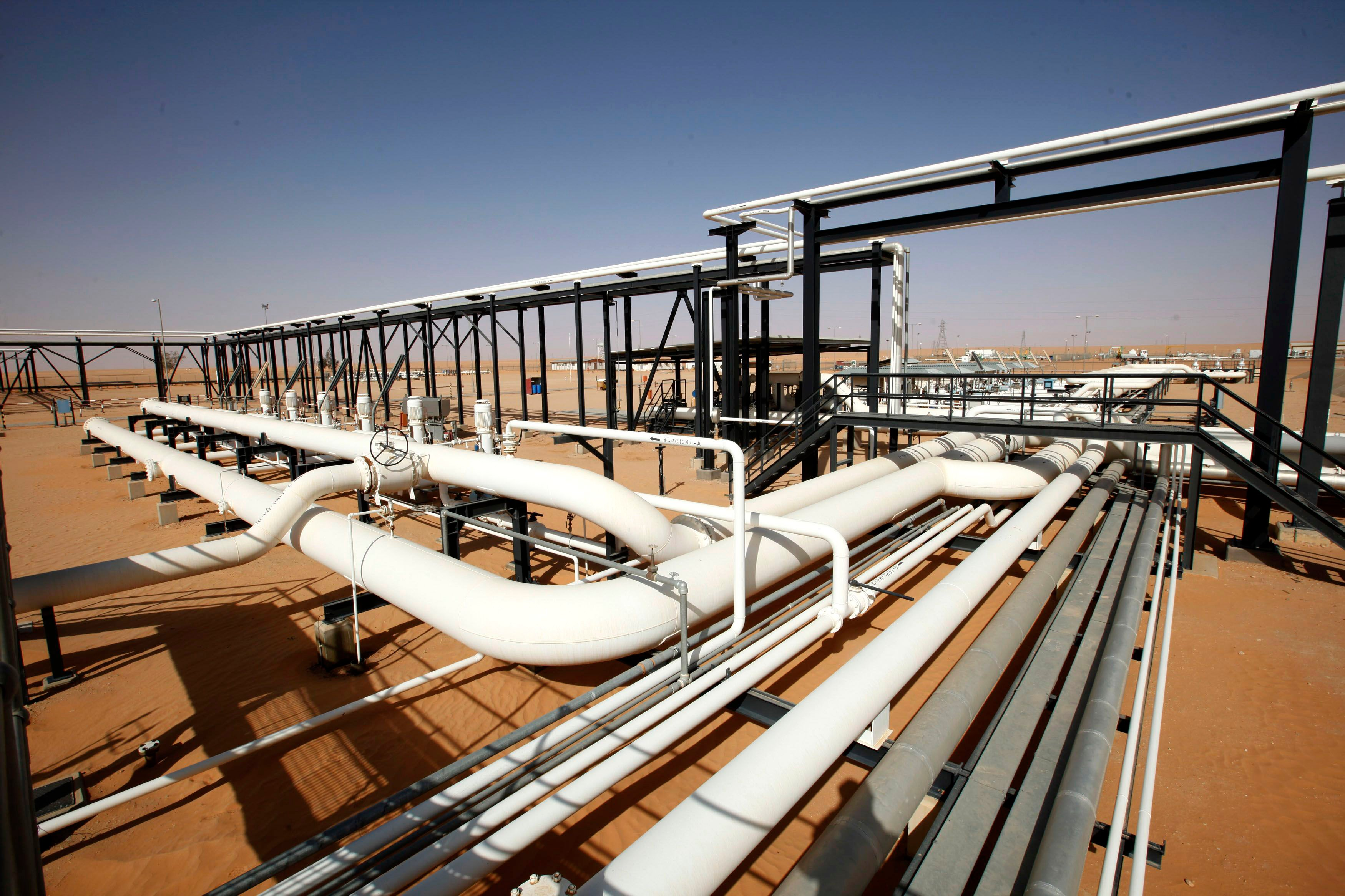 Pipes are pictured at Libya's al-Sharara oil field 3 December, 2014 (Reuters)