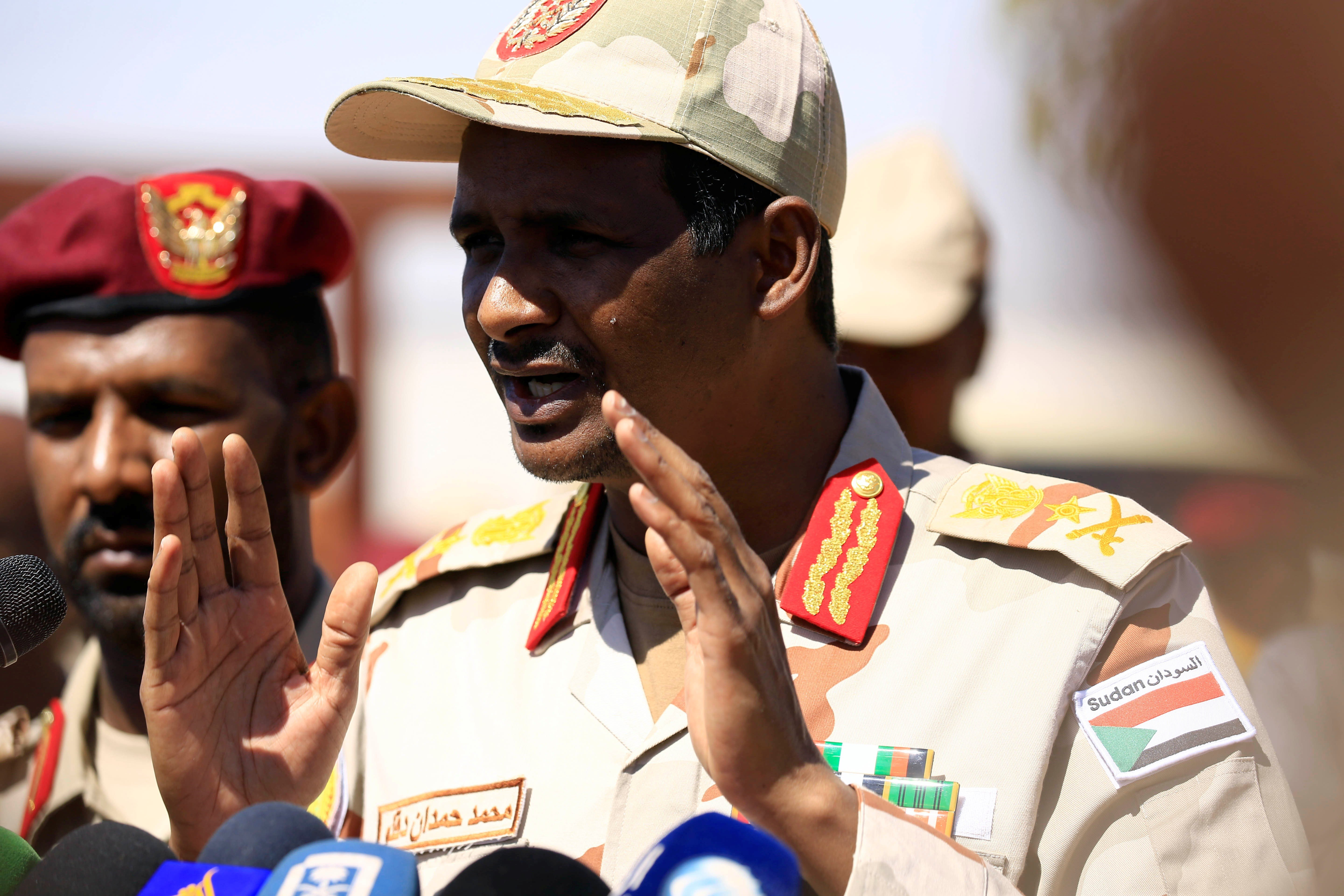General Muhammad Hamdan Daqlu,head of Sudanes Rapid Support Forces (RSF), speaks during a news conference outside Khartoum, Sudan 5 November, 2017 (Reuters)