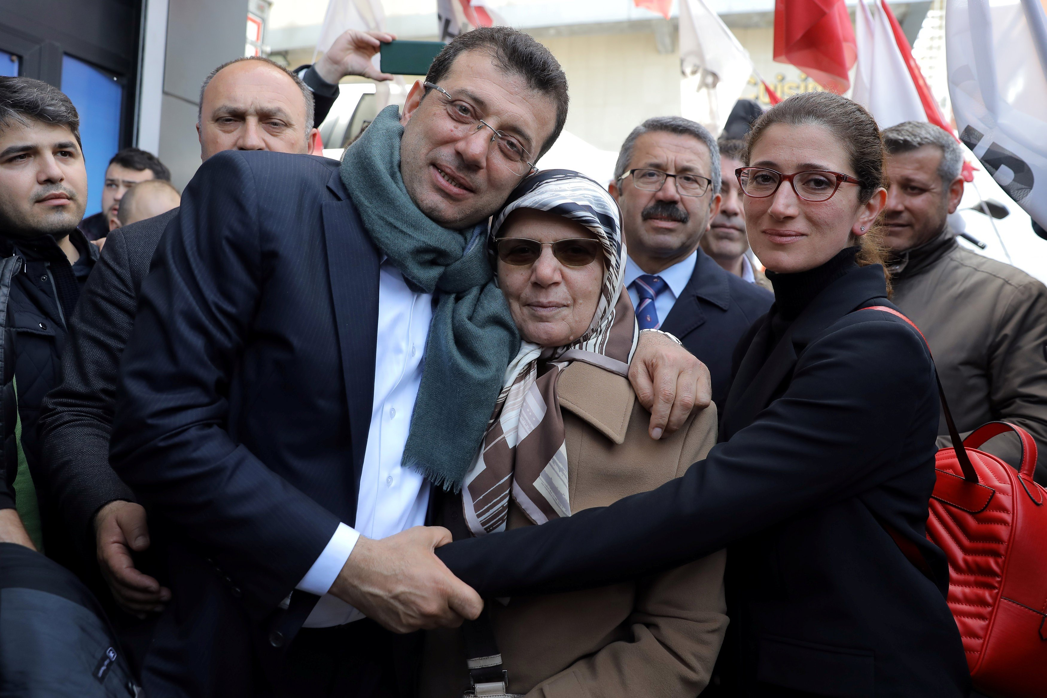 Ekrem Imamoglu, main opposition Republican People's Party (CHP) candidate for mayor of Istanbul, poses with his mother Hava Imamoglu and his sister in Istanbul, Turkey 1 April (REUTERS)