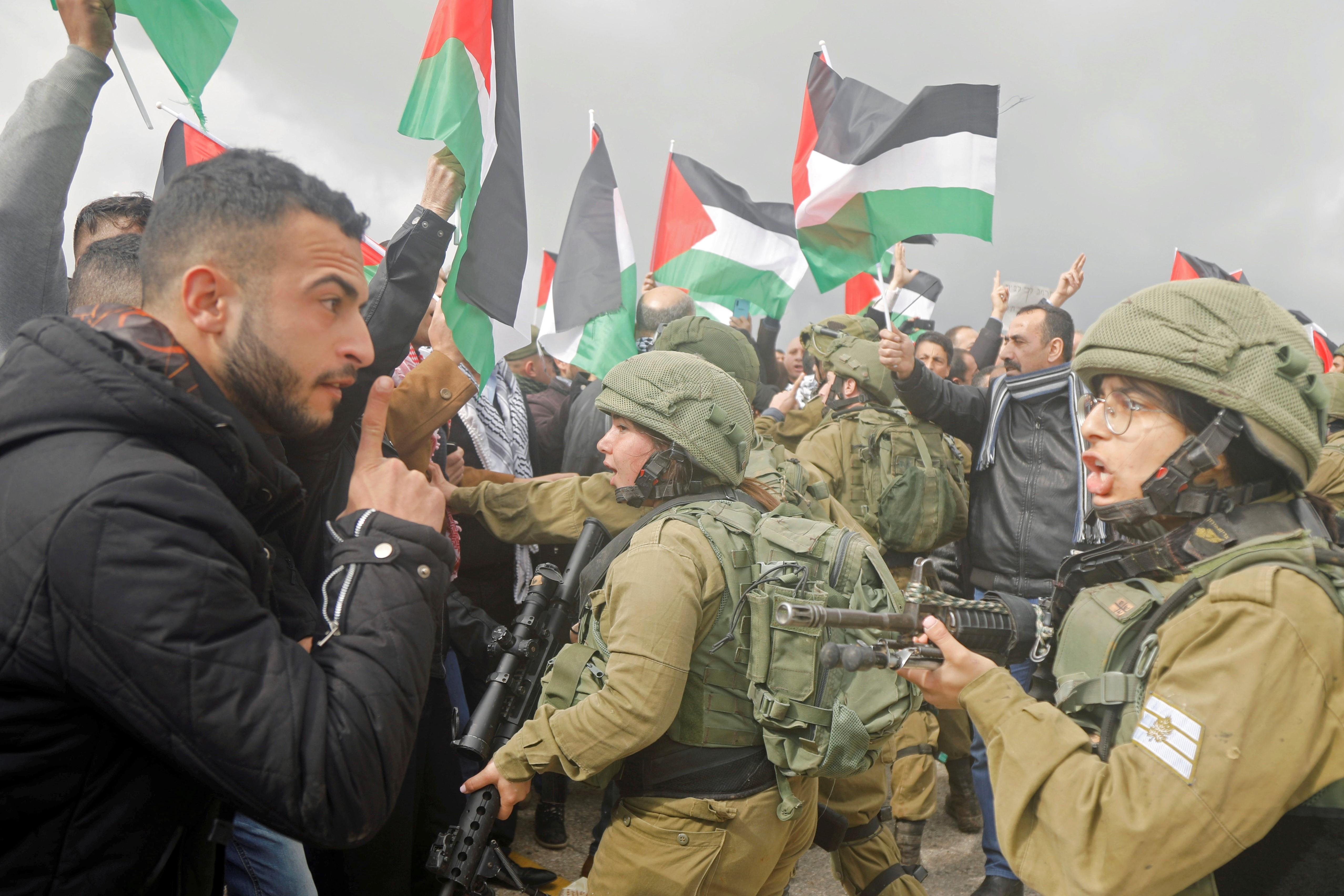 Un protestataire palestinien lors d'une manifestation contre le plan de paix pour le Moyen-Orient de Trump, en Cisjordanie occupée, le 29janvier (Reuters)