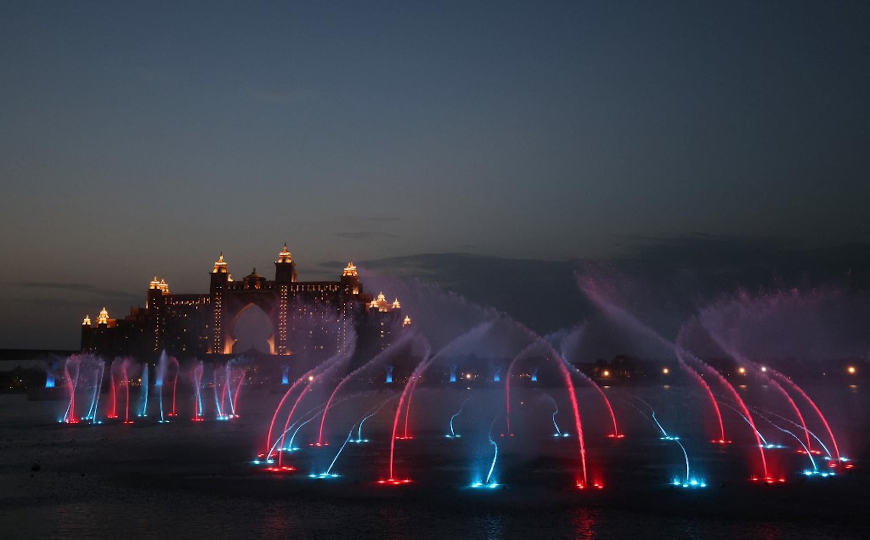 ÉMIRATS ARABES UNIS. Spectacle de fontaines à Dubaï près de l'hôtel Atlantis pour marquer la première rupture du jeûne de ce Ramadan, le 13 avril 2021 (AFP)