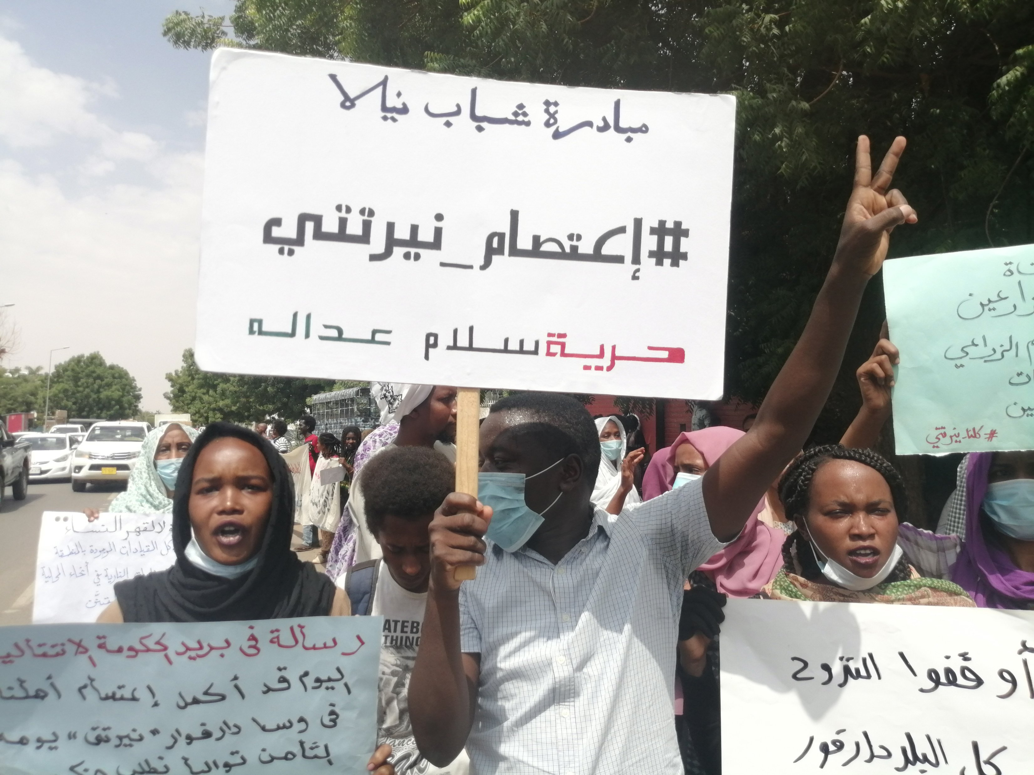 Khartoum protesters demonstrate in front of council of ministers to support Nertiti people