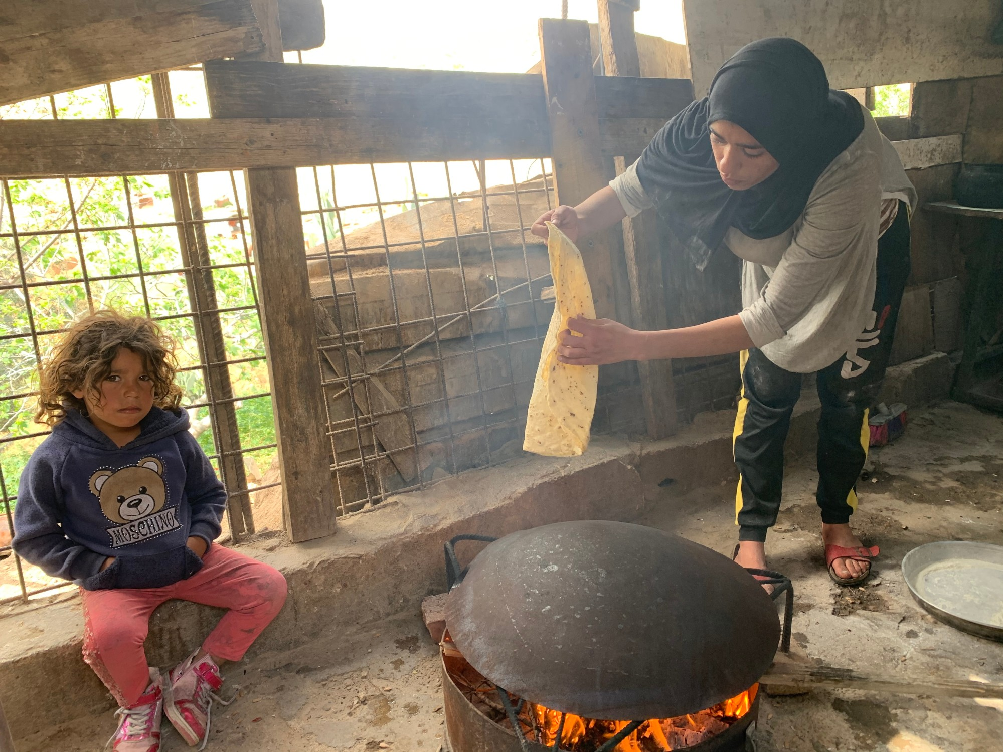 Rania, 20, prepares lunch for her family (MEE/Shatha Hammad)