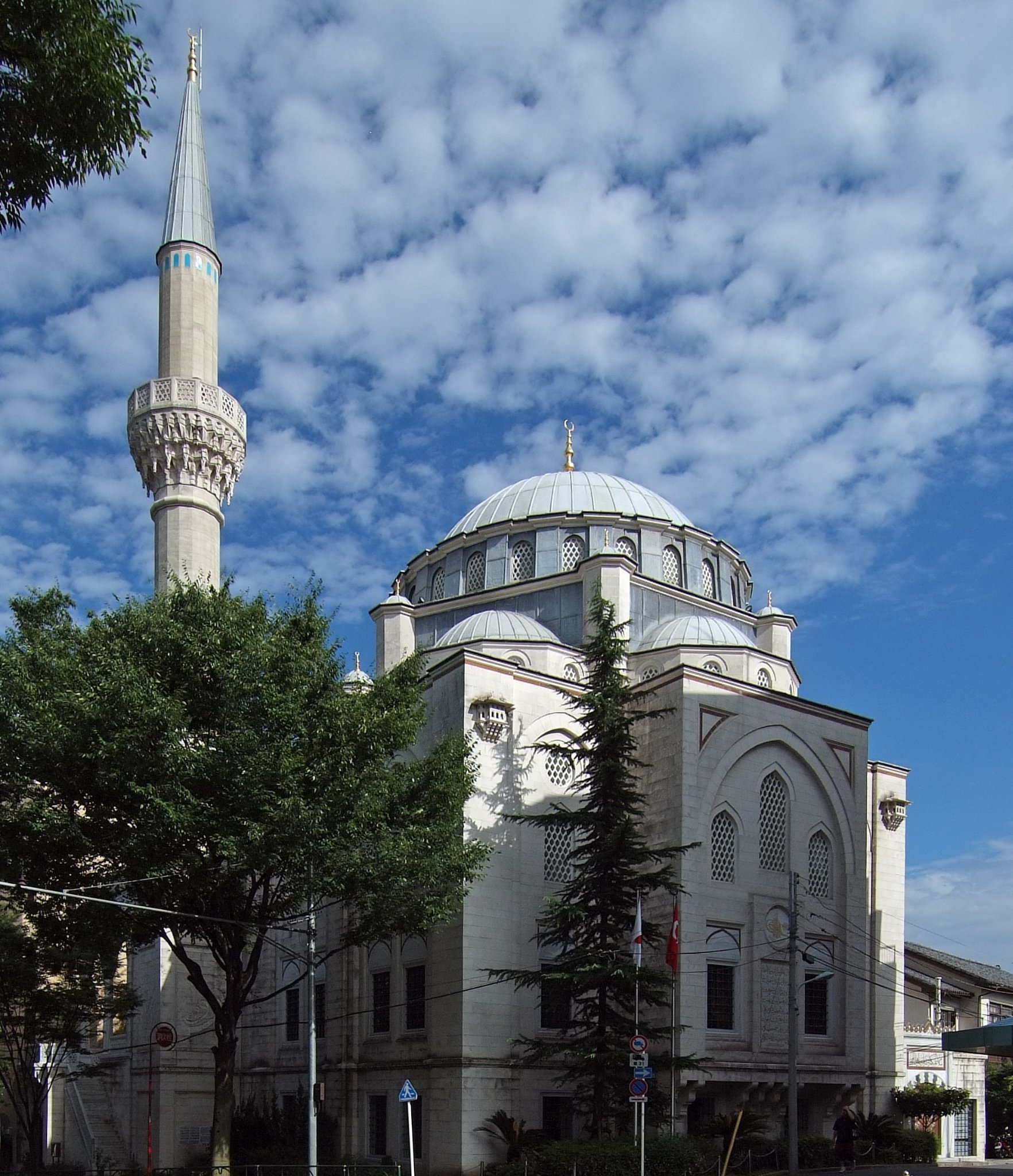 Tokyo's main mosque can hold Friday prayers for up to 1200 worshippers (Credit: CC)