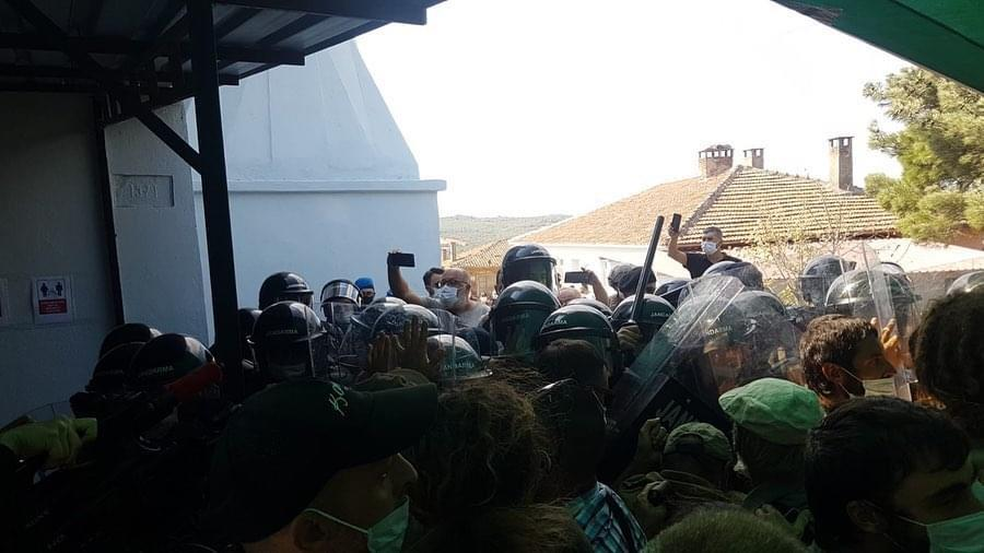 Security forces clash with activists attempting to disrupt an environmental impact assessment meeting (Kazdagi Association)