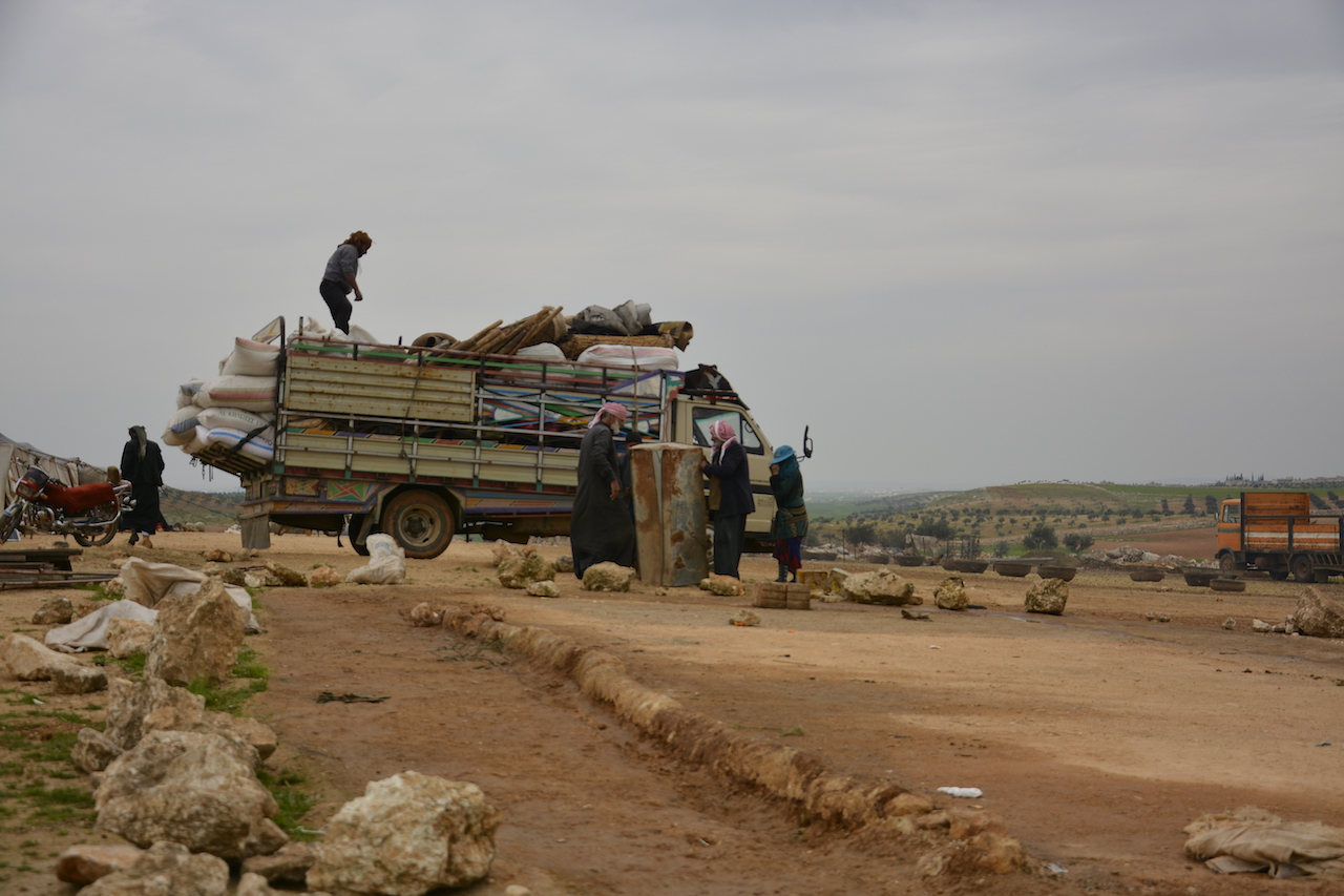 Villagers pack belongings on a truck following air strikes on Kafr Amim (MEE/Harun al-Aswad)