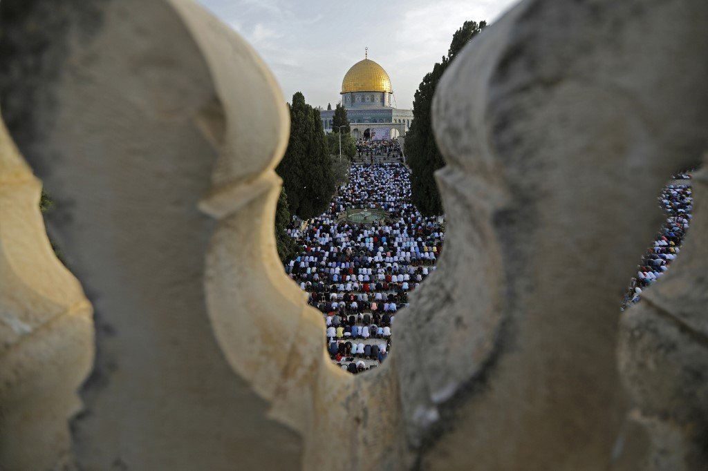 Palestinians pray at al-Aqsa Mosque compound in Jerusalem on 5 June (AFP)