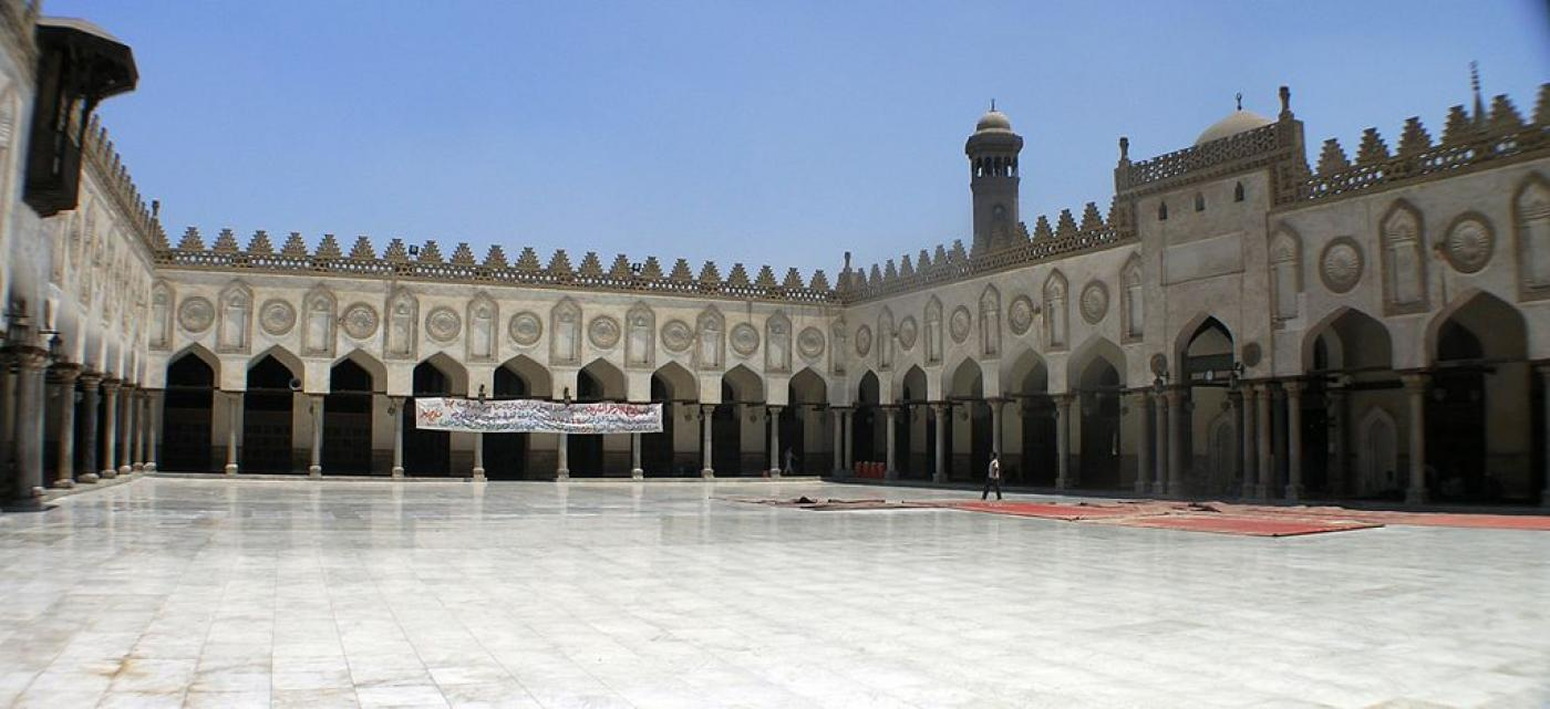 La mosquée et université al-Azhar au Caire: la construction a commencé peu de temps après que le poète irako-syrien al-Mutannabi a vécu dans la ville