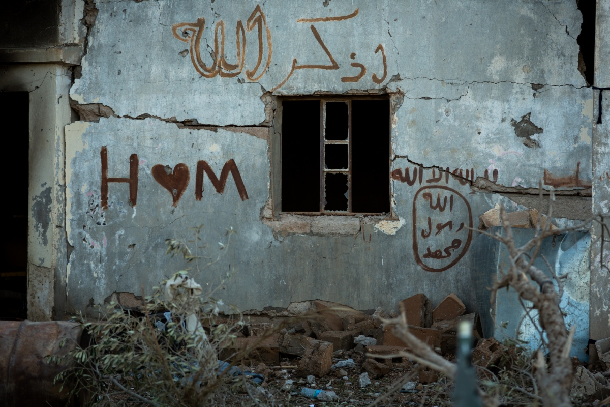 Graffiti shows the bizarre contrast of the war: An IS logo next to a love note (MEE/Thea Pedersen)