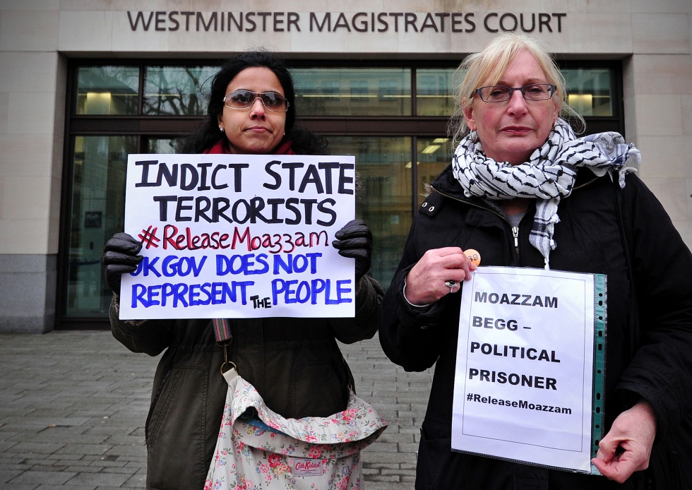 Protesters demonstrate outside Westminster Magistrates Court in London, on March 1, 2014, as former Guantanamo detainee Moazzam Begg appeared (AFP)