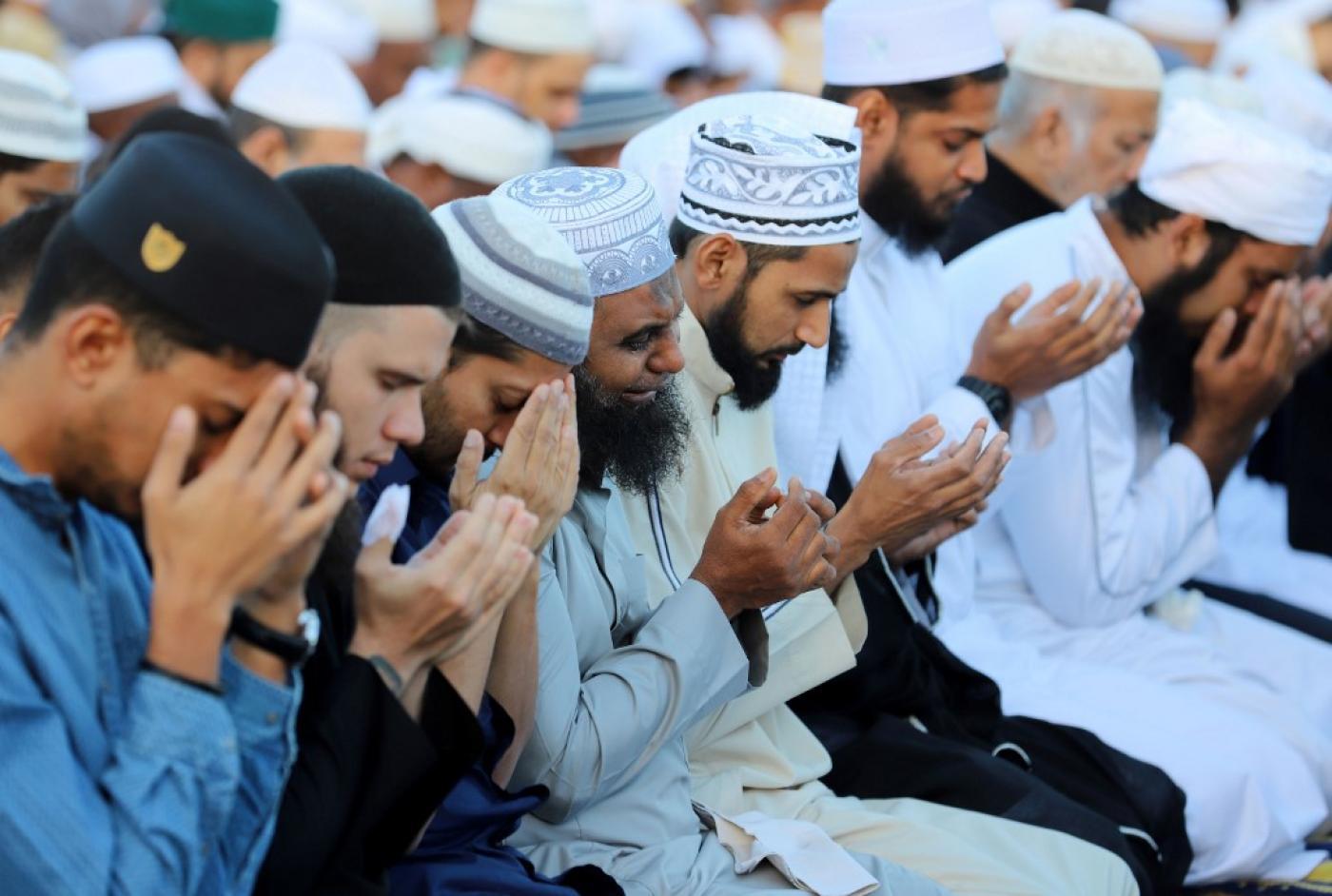 Des musulmans français prient pendant le Ramadan en juin 2018 (AFP)