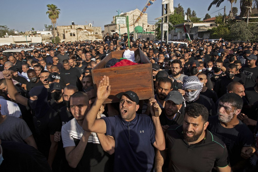 Palestinian mourners attend the funeral of Musa Hasuna on 11 May 2021 (AFP)