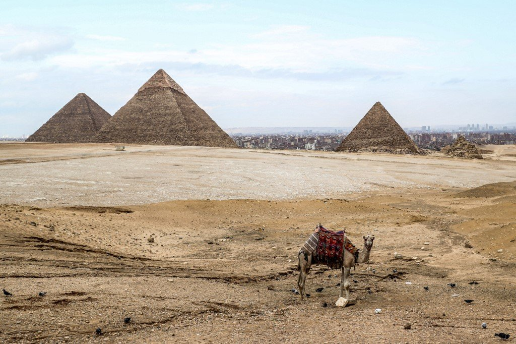 Coronavirus Egypt Gradually Reopens Hotels To Prevent Collapse Of Tourism Sector Middle East Eye