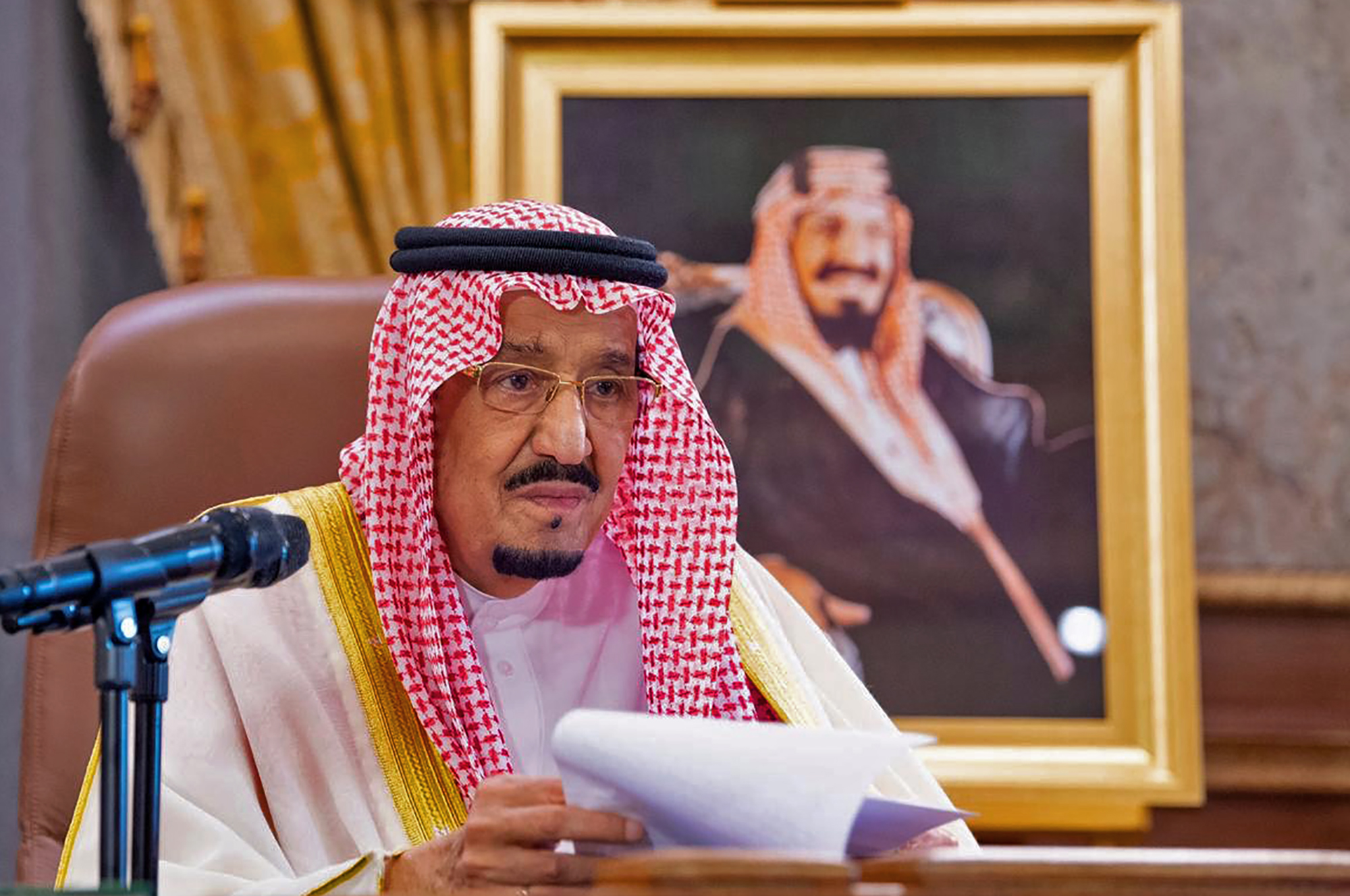 Coronavirus: Saudi king grants $2.4bn to private-sector employees