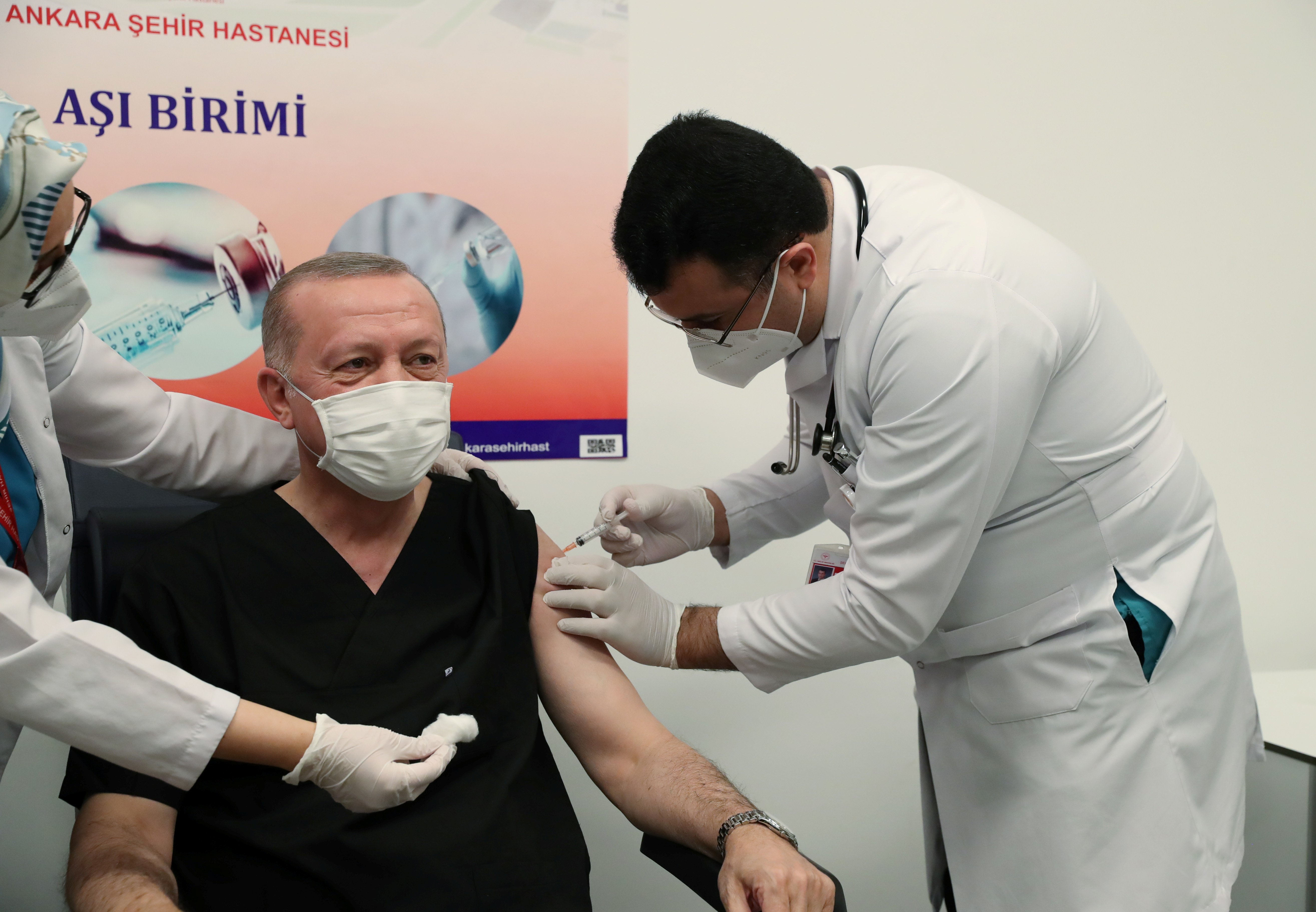 Covid-19: Turkey announces more than 250,000 health workers vaccinated so far