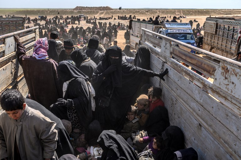 Women and children escaping IS in Baghouz in March 2019 arrive at a SDF screening facility (AFP)