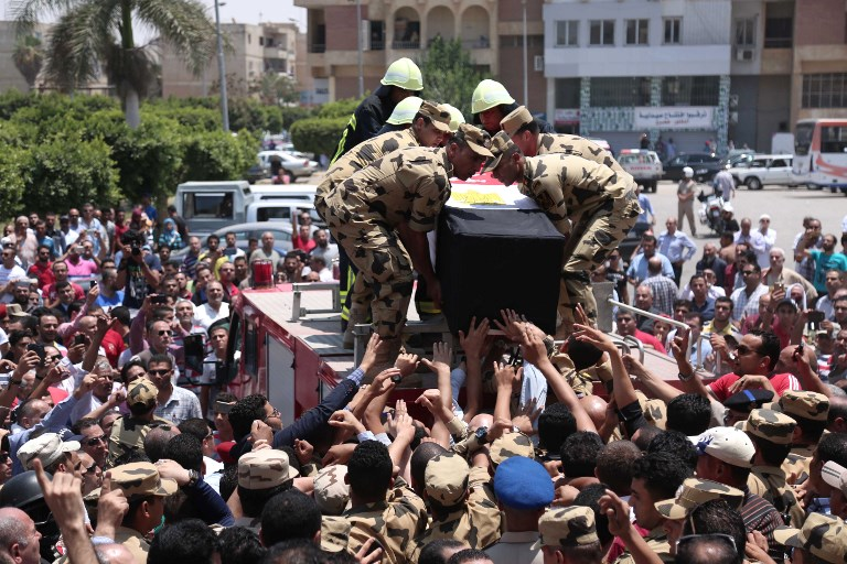 Egyptian soldiers carry the coffin of a soldier killed by the Islamic State group in Sinai in July 2017 (AFP)