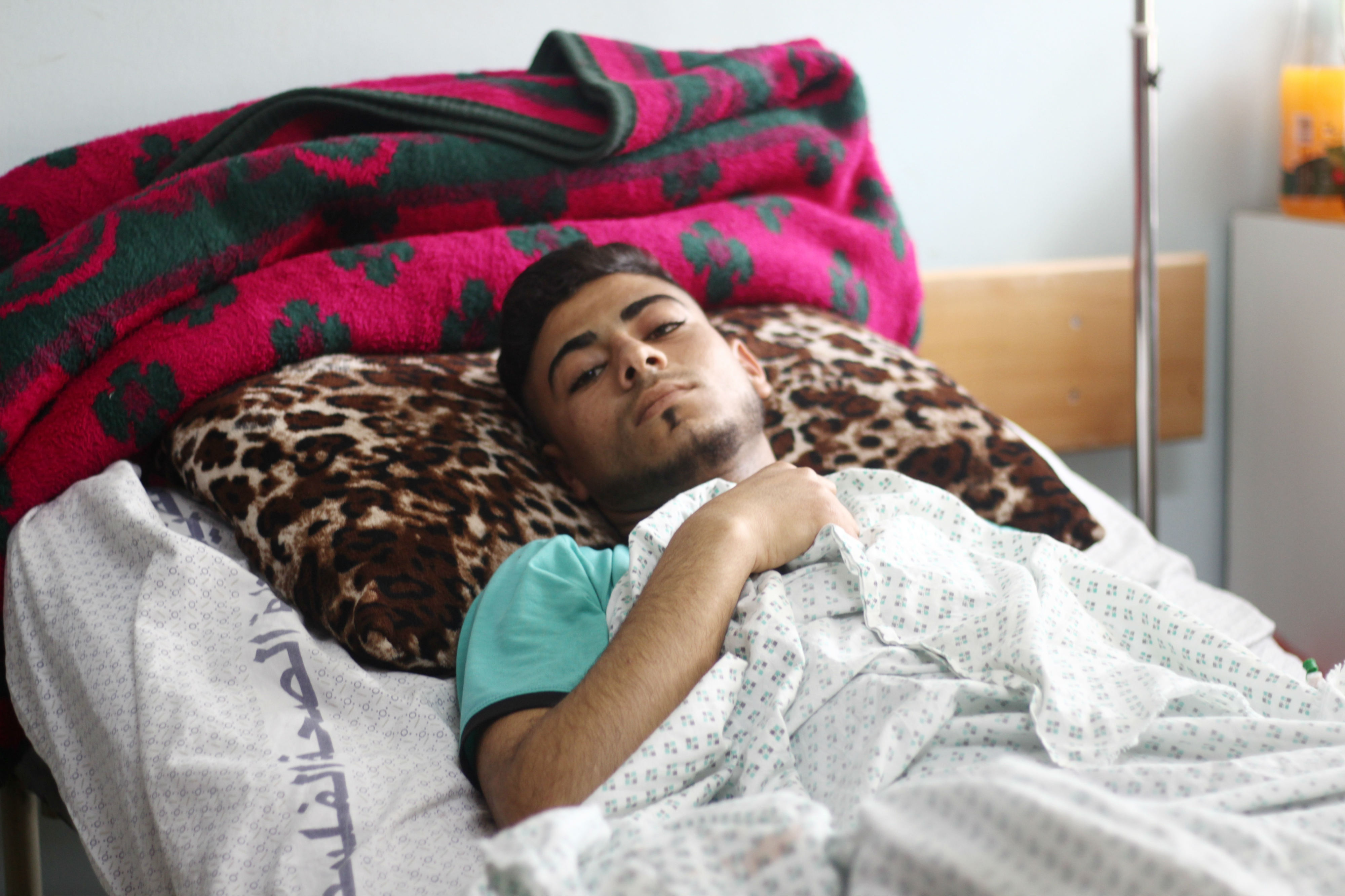 Moataz al-Najar recovering in hospital in Khan Yunus (MEE/Walled Mosleh)