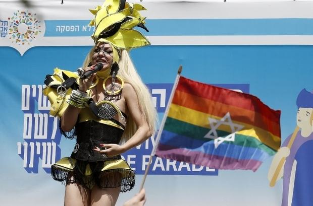 Une drag queen pendant la Gay Pride à Tel Aviv (AFP)