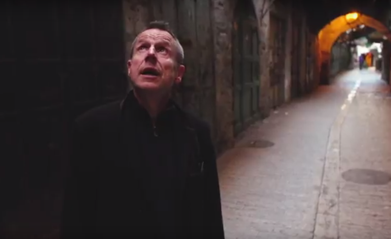 Jeremy Hardy in Hebron (screengrab)