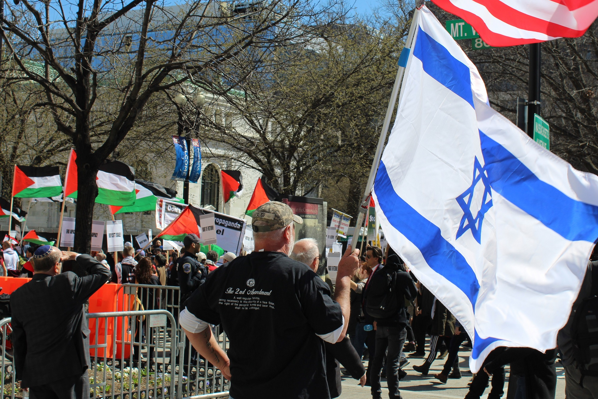 Protesters aggressively debated the conflict with AIPAC delegates (MEE/Ali Harb)