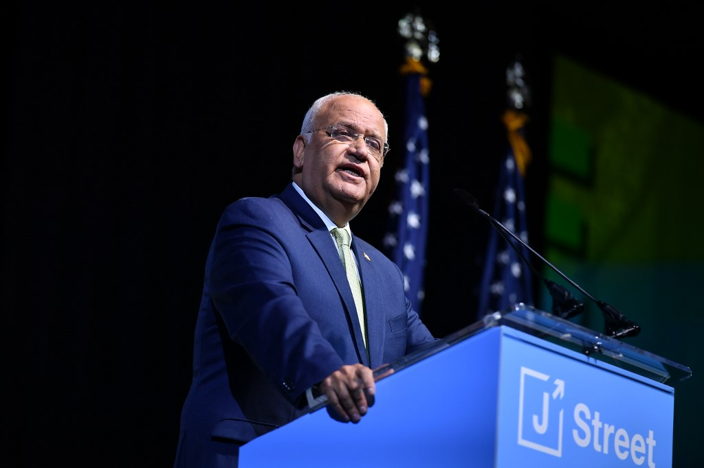 Palestinian negotiator Saeb Erekat speaks at the J Street conference in Washington on 28 October (AFP)