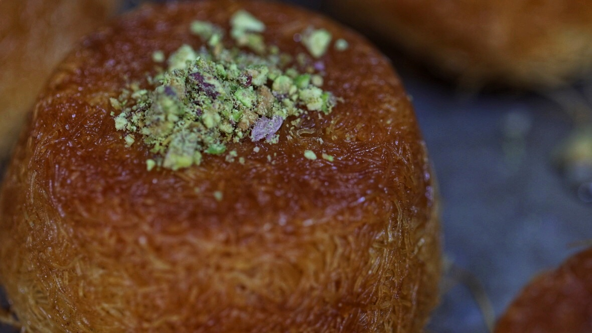 Chopped pistachios are the perfect topping for kunafa cups (@babylonbakehouse)