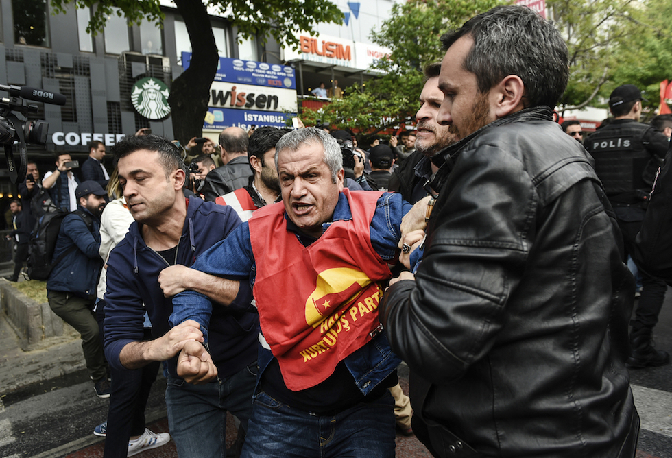Arrests as Turkey cracks down on Istanbul May Day march