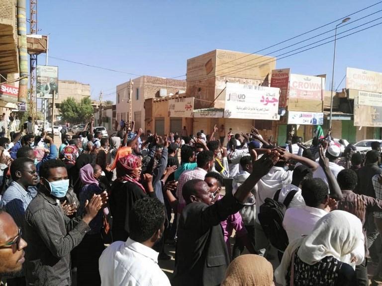 Several academics arrested at Khartoum University as protests continue