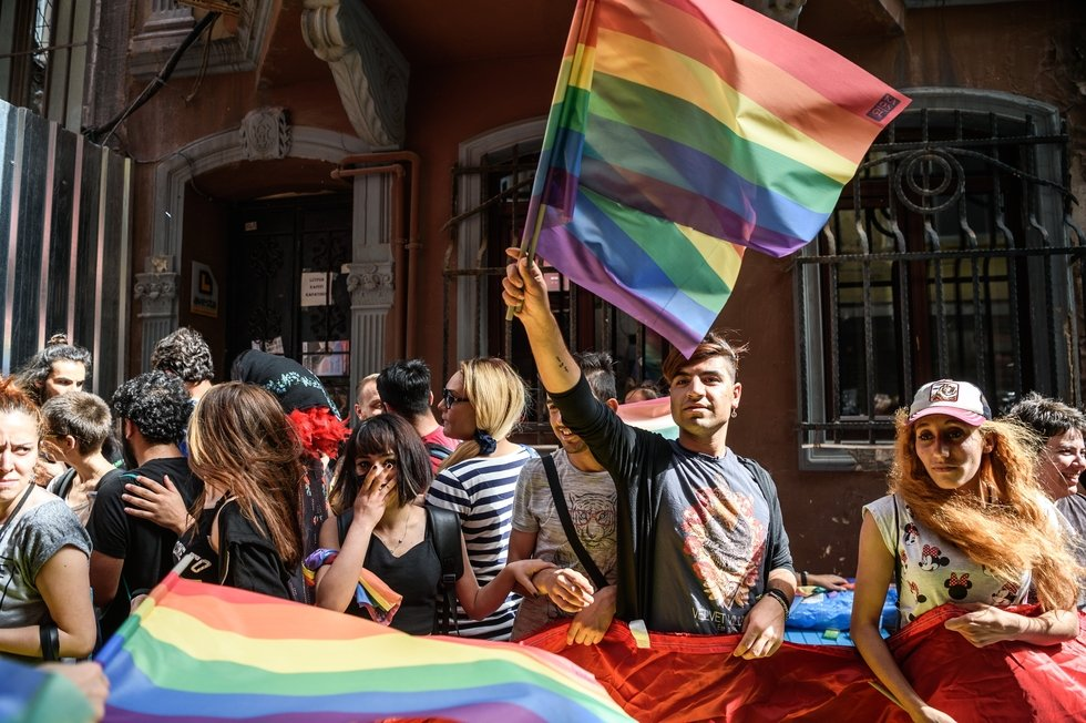 Istanbul Police Break Up Lgbt Rally Held In Spite Of Ban