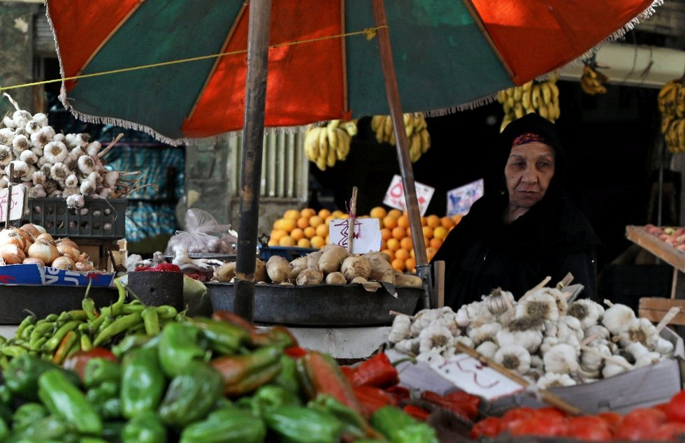 Economists predict 5.2 percent growth in Egypt as poverty deepens