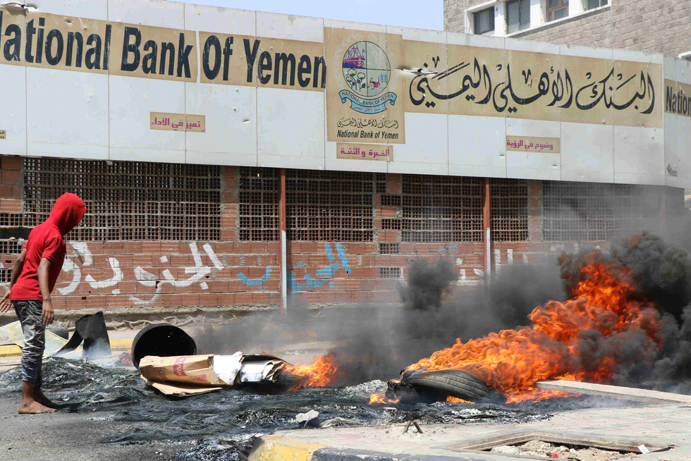 Yemeni government vows to raise public salaries following protests