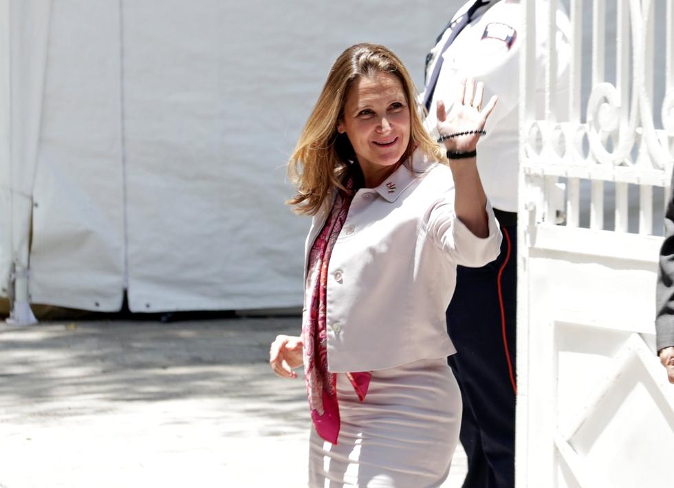 canada criticises saudi arabia again over jailed activists