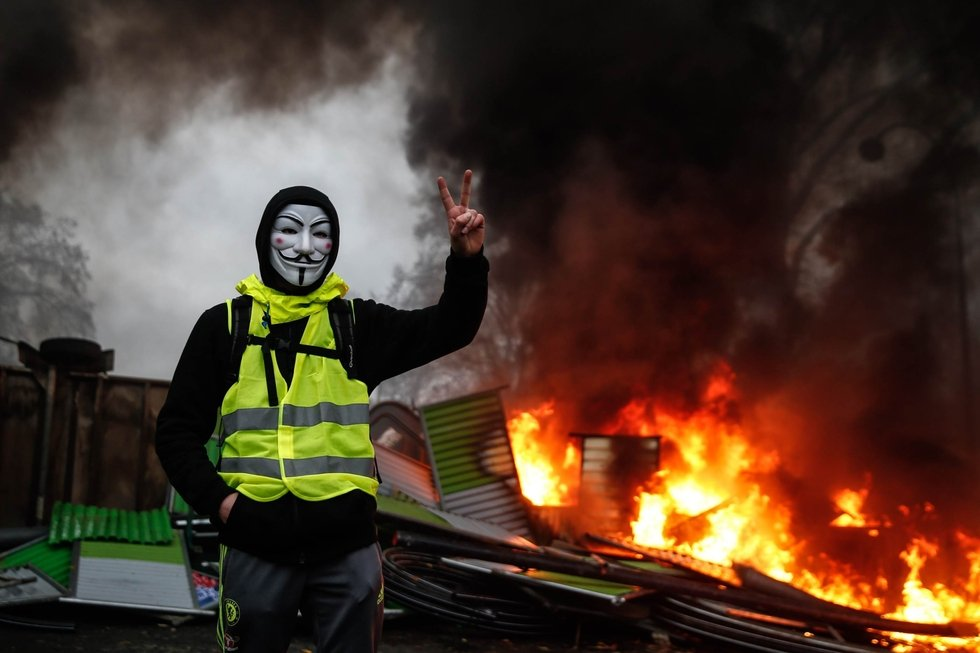 Arabic press review: France 'yellow vests' protests? Blame it on the Brotherhood