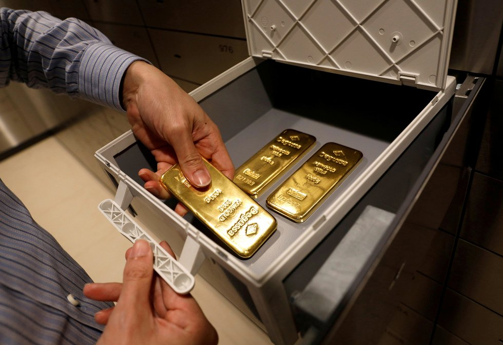 $2m gold in a diplomat's luggage causes UAE problems in India