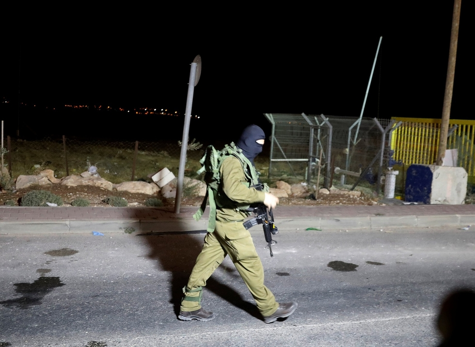 Palestinian fatally shot after stabbing three settlers