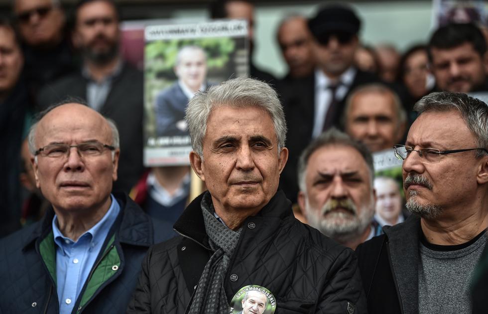 Imprisoned Turkish Cumhuriyet cartoonist wins prestigious prize