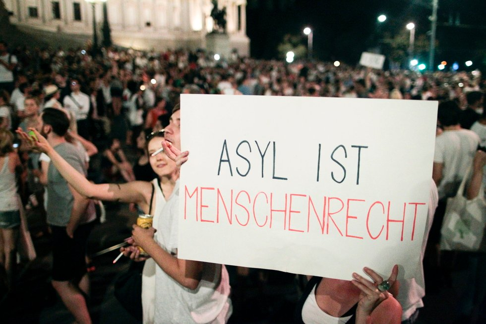 Austria targets mosques and imams in move Turkey calls 'racist'