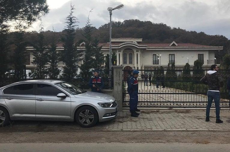 Turkish police inspecting villa in Yalova in Khashoggi investigation