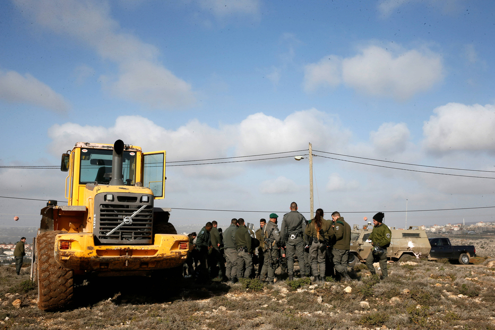 Israeli police again remove settlers from illegal West Bank outpost of Amona
