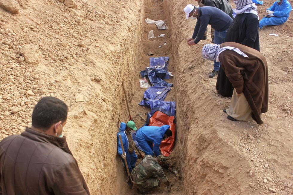 Dozens of bodies 'found in Islamic State mass grave' in Iraq