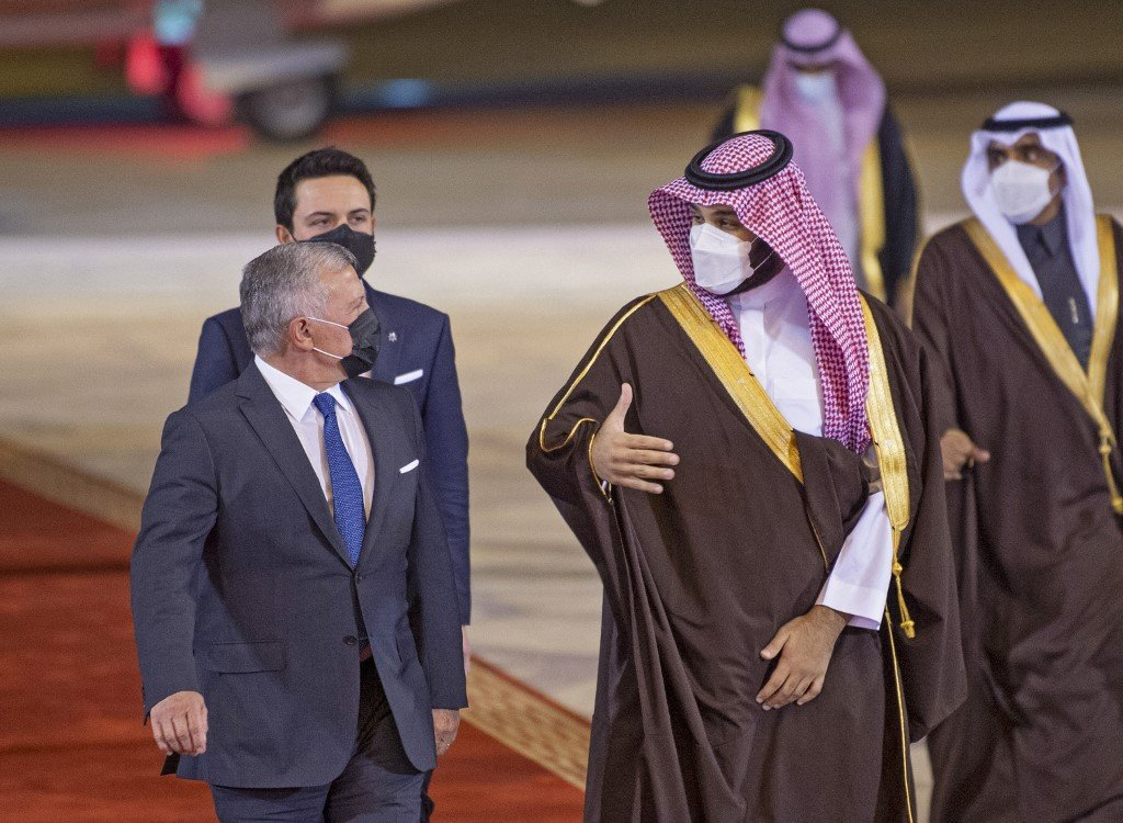 Saudi Crown Prince Mohammed bin Salman welcomes Jordan's King Abdullah II to Riyadh on 8 March 2021 (Bandar al-Jaloud/Saudi Royal Palace/AFP)