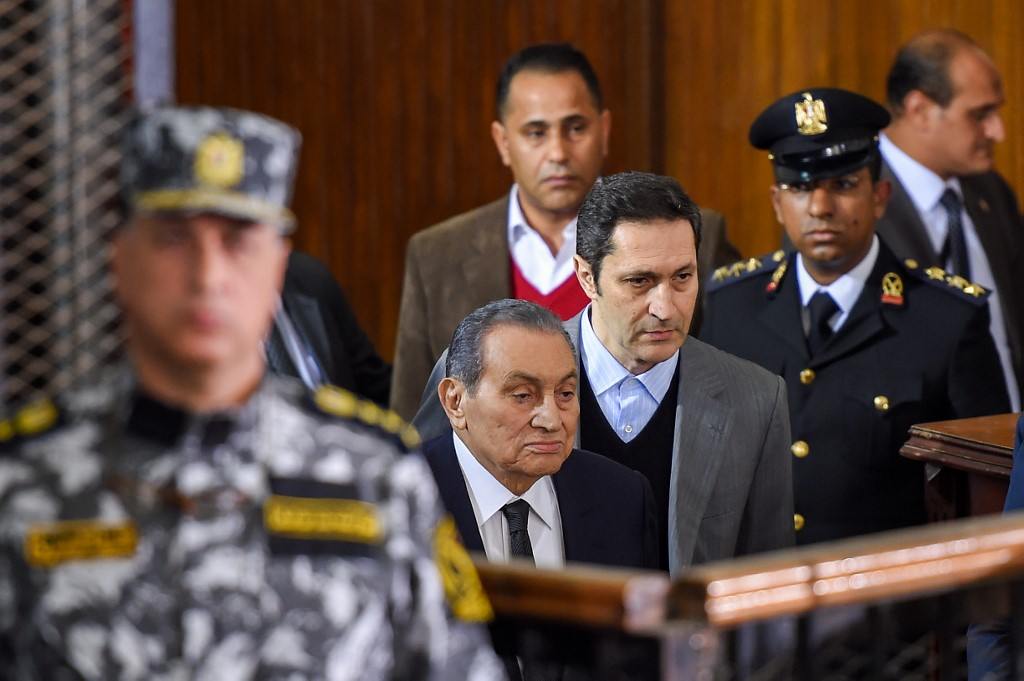 Former Egyptian president Hosni Mubarak arrives to testify during a retrial of Muslim Brotherhood members in Cairo on 26 December (AFP)