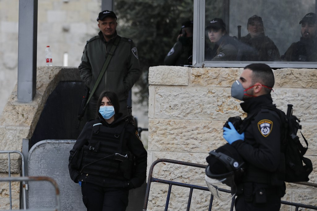 Israeli security forces stand guard in Jerusalem's Old City on 20 March (AFP)