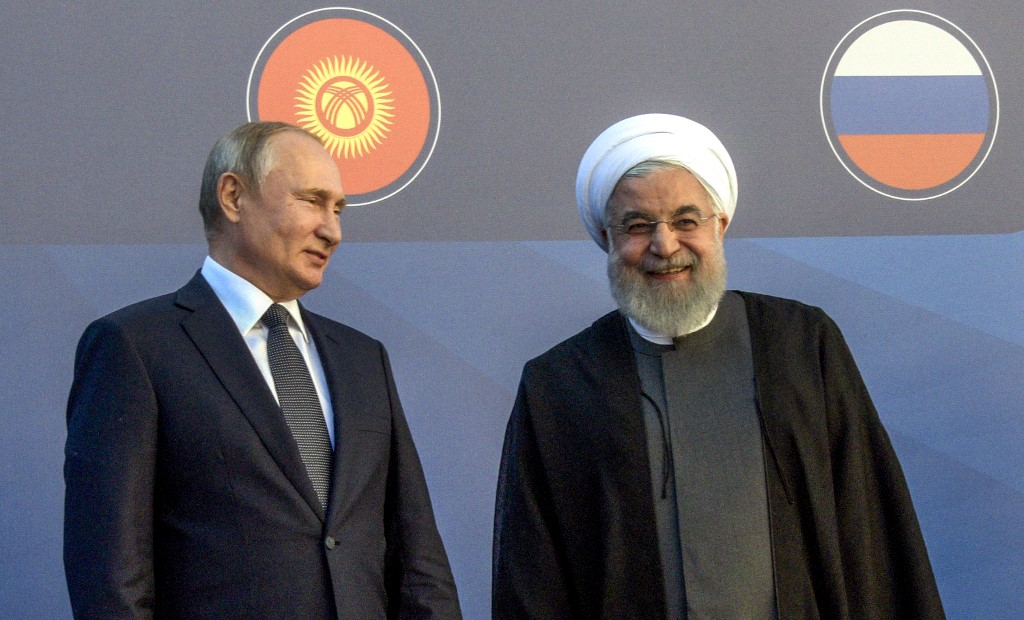 Russian President Vladimir Putin speaks with Iranian President Hassan Rouhani in Yerevan on 1 October (AFP)