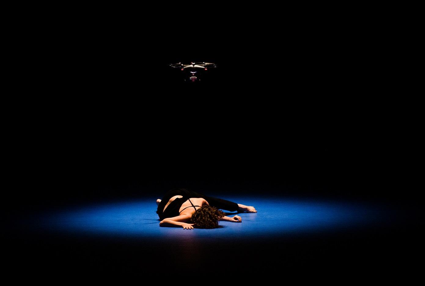 Photo issue du spectacle de danse contemporaine Minaret, chorégraphié par Omar Rajeh, lors de sa représentation au festival Romaeuropa 2018 (Cosimo Trimboli/avec l'aimable autorisation d'Omar Rajeh)